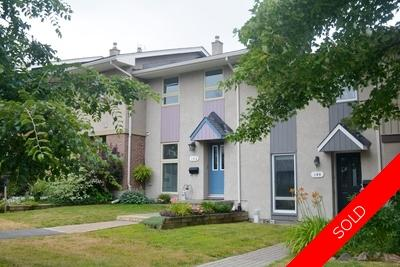 Leslie Park Condo Row Unit for sale:  2 bedroom  (Listed 2019-08-08)